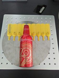 máy khắc laser trên mã vạch,chai beer